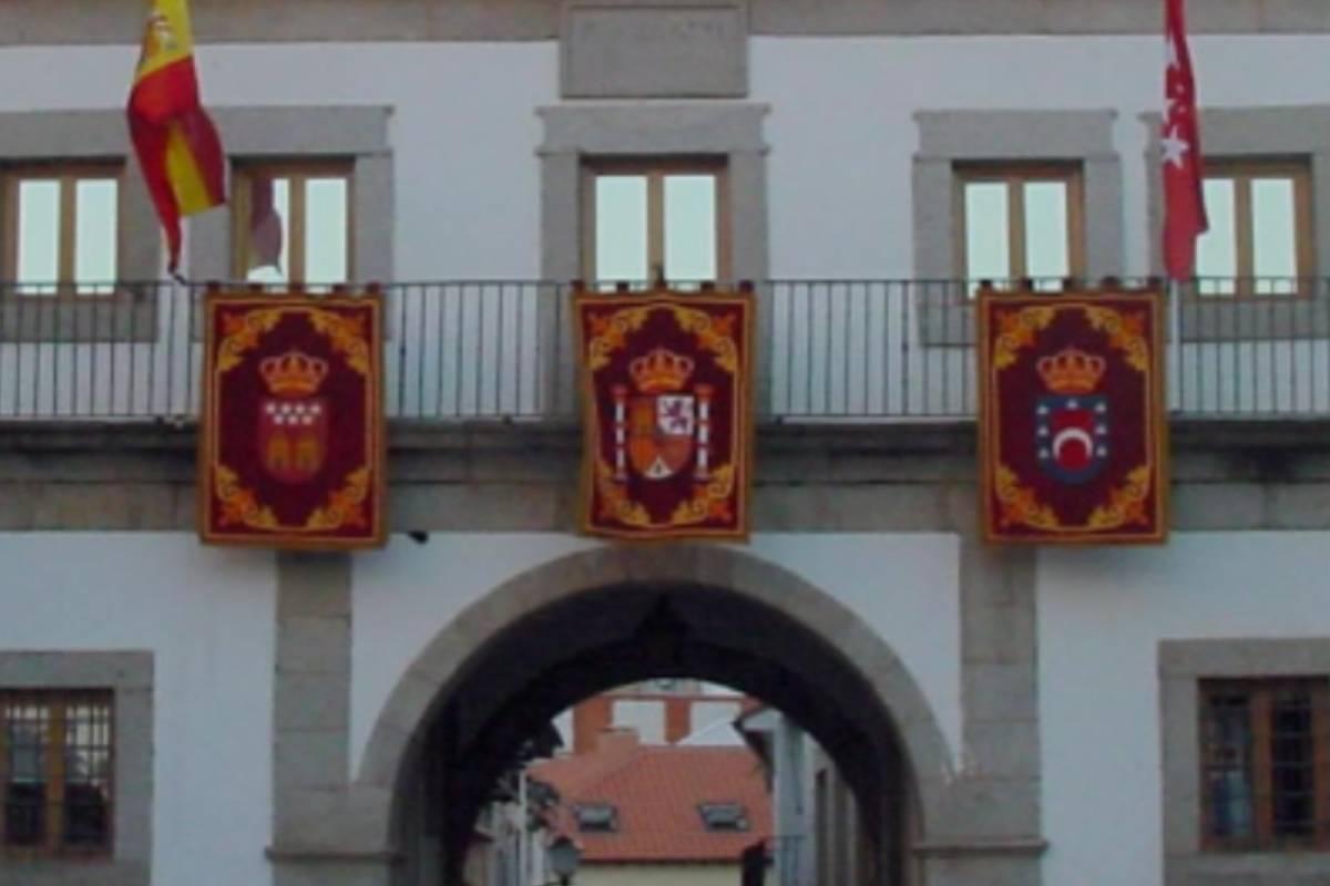 Fachada del Ayuntamiento de San Mart�n de Valdeiglesias (Madrid).
