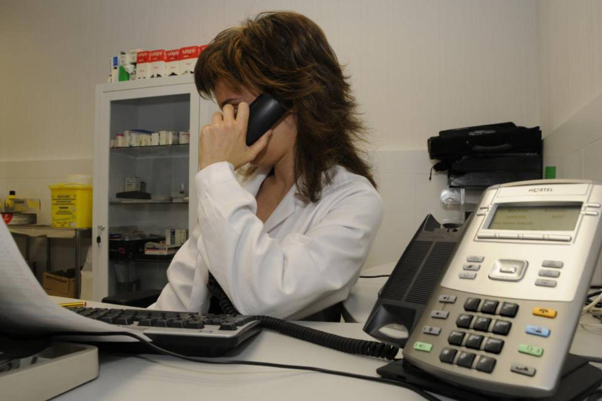 Atención telefónica de médico de Familia.