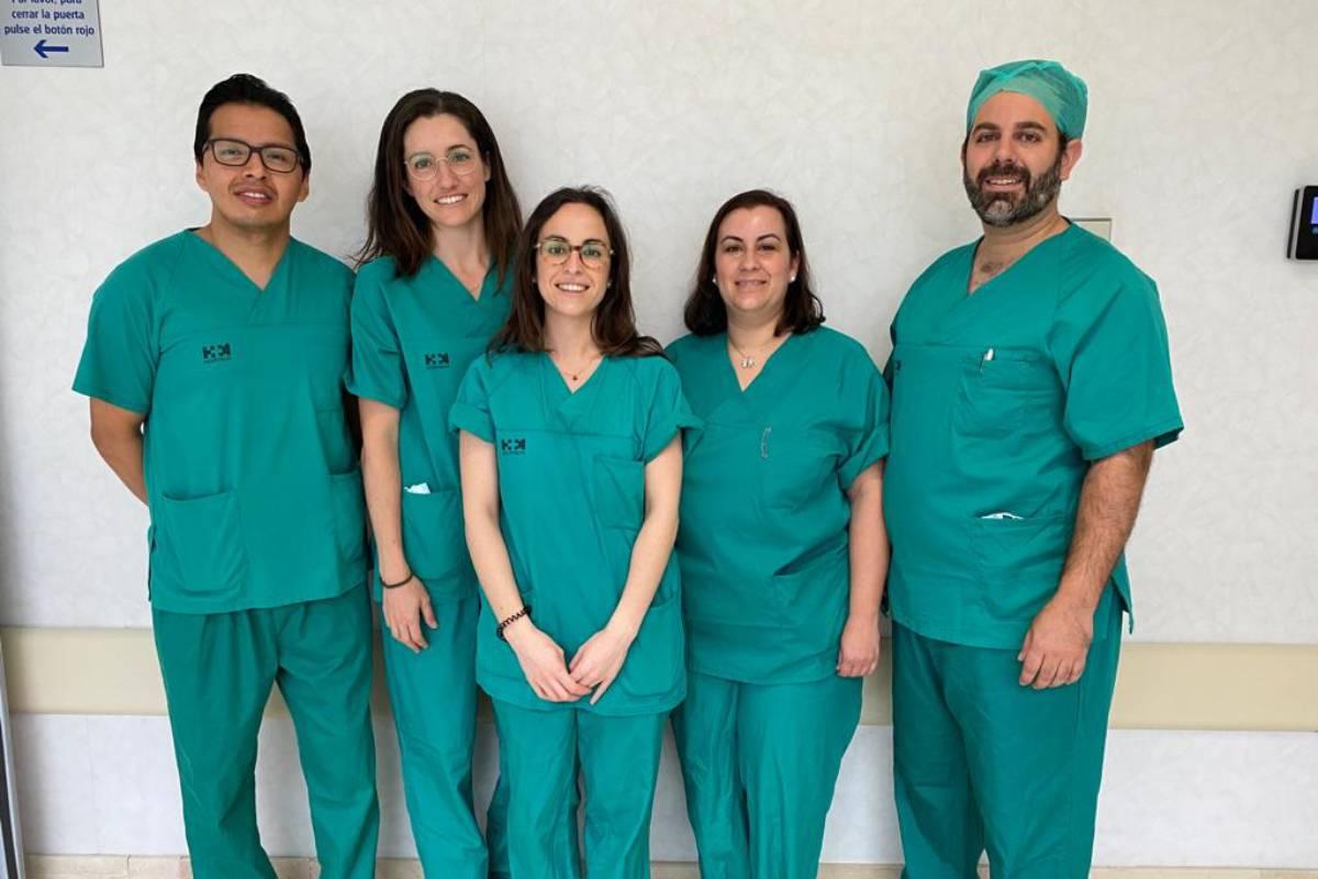 Equipo de enfermería de la Unidad de Ostomías del Hospital Universitario HM Sanchinarro (Madrid), formado por Javier Toapanta, Alejandra Antón, Patricia Hidalgo, Ainhoa Jiménez y Alberto Lado.