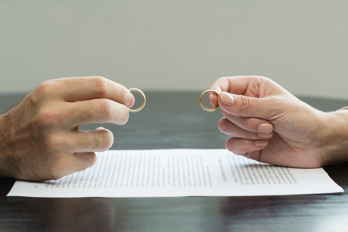 Si el convenio regulador está pendiente de aprobación judicial, no procederá la aplicación de la reducción por parte del cónyuge pagador