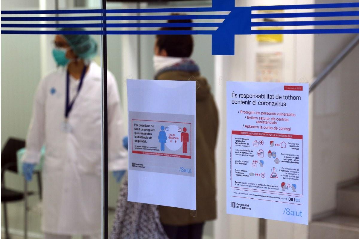Entrada a un centro de salud de Barcelona (Foto: Elena Ramon)