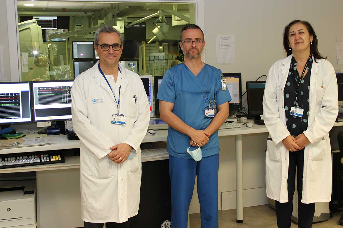 Vicente Estrada, responsable de la Unidad de Enfermedades Infecciosas; Iván Núñez, cardiólogo y Cristina Fernández Pérez, jefa del Servicio de Medicina Preventiva, del Hospital Clínico San Carlos, de Madrid.