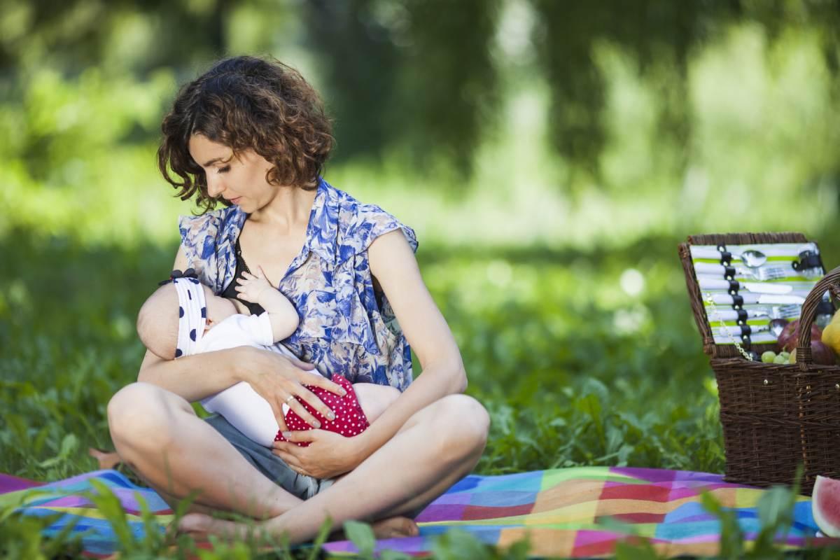 Durante los meses que se está de baja por cuidado de hijo no se tiene derecho a la deducción por maternidad.