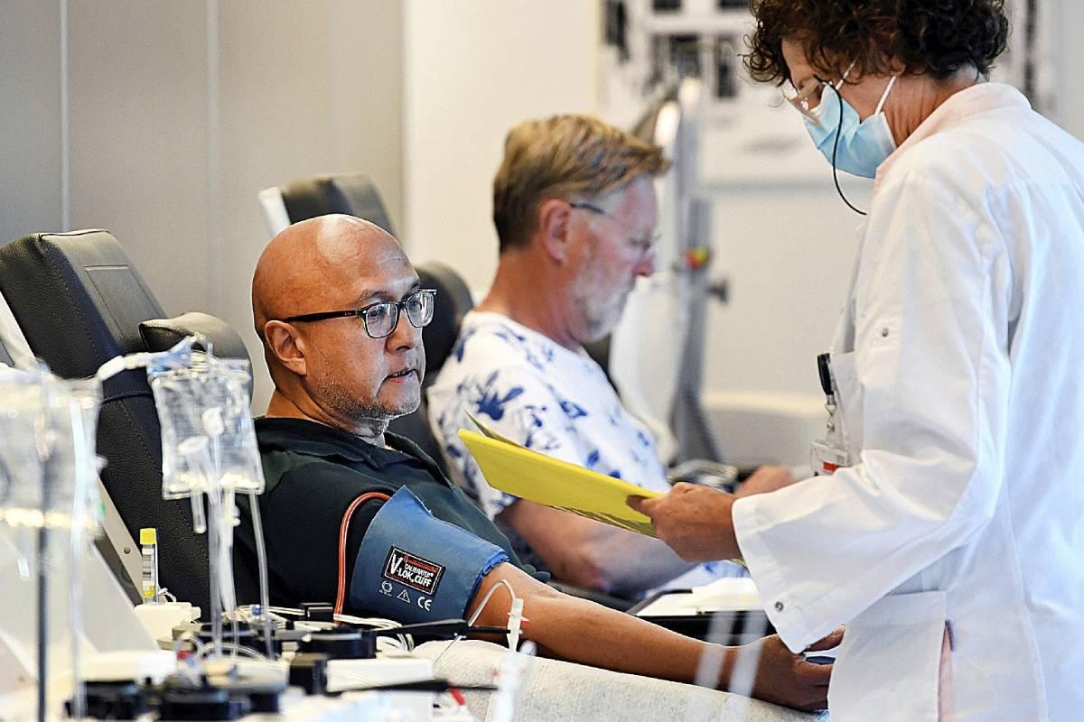 Hombre participando en un ensayo clínico