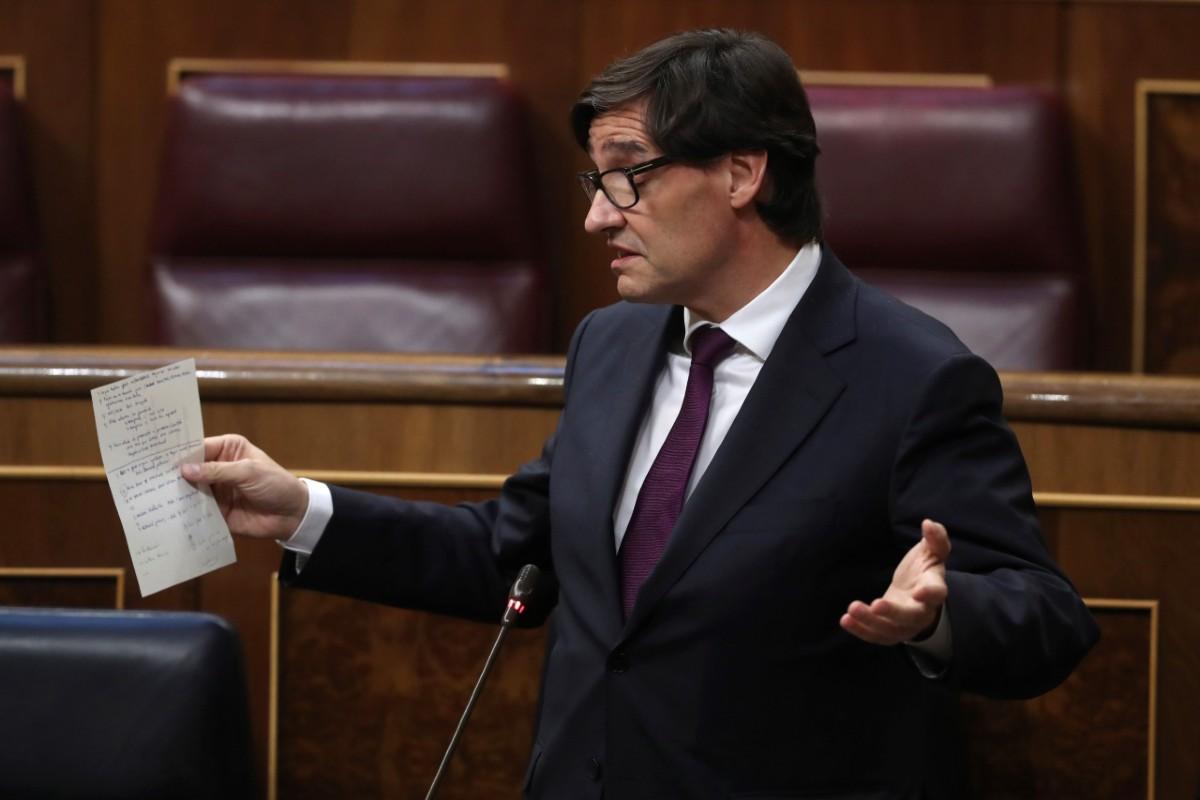 Salvador Illa, ministro de Sanidad, durante el pleno de control del Gobierno en el Congreso de los Diputados (EFE/Kiko Huesca).