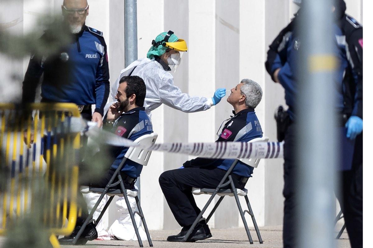 Realización de test a miembros de la policía en la Casa de Campo de Madrid (Foto: Alberto Di Lolli).