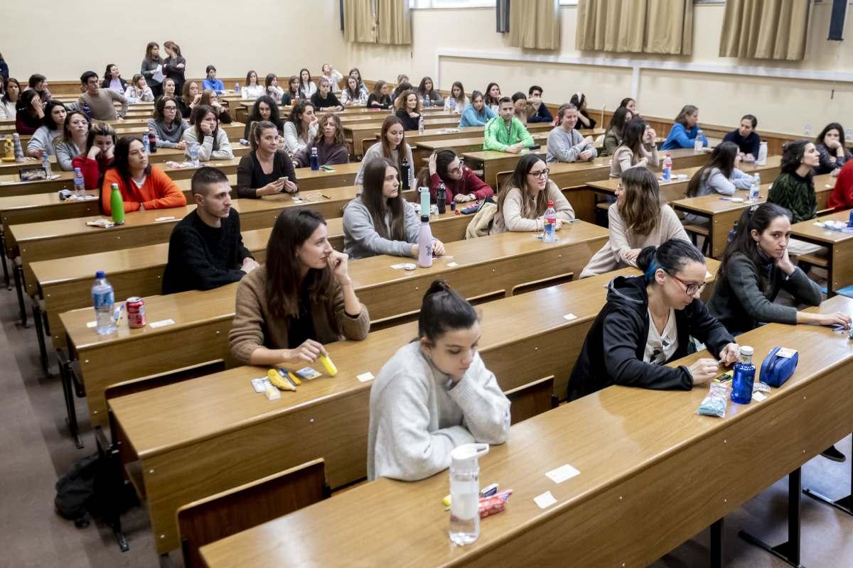 Profesionales de enfermería antes de realizar el examen EIR. FOTO: José Luis Pindado.