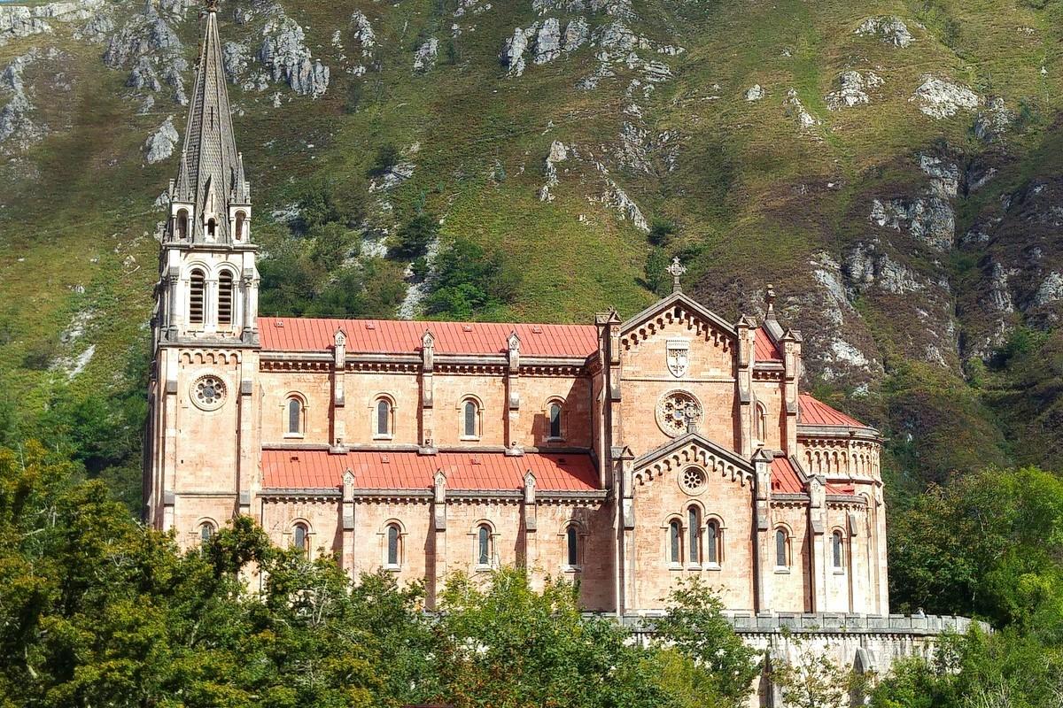Santuario de Covadonga, en Asturias.