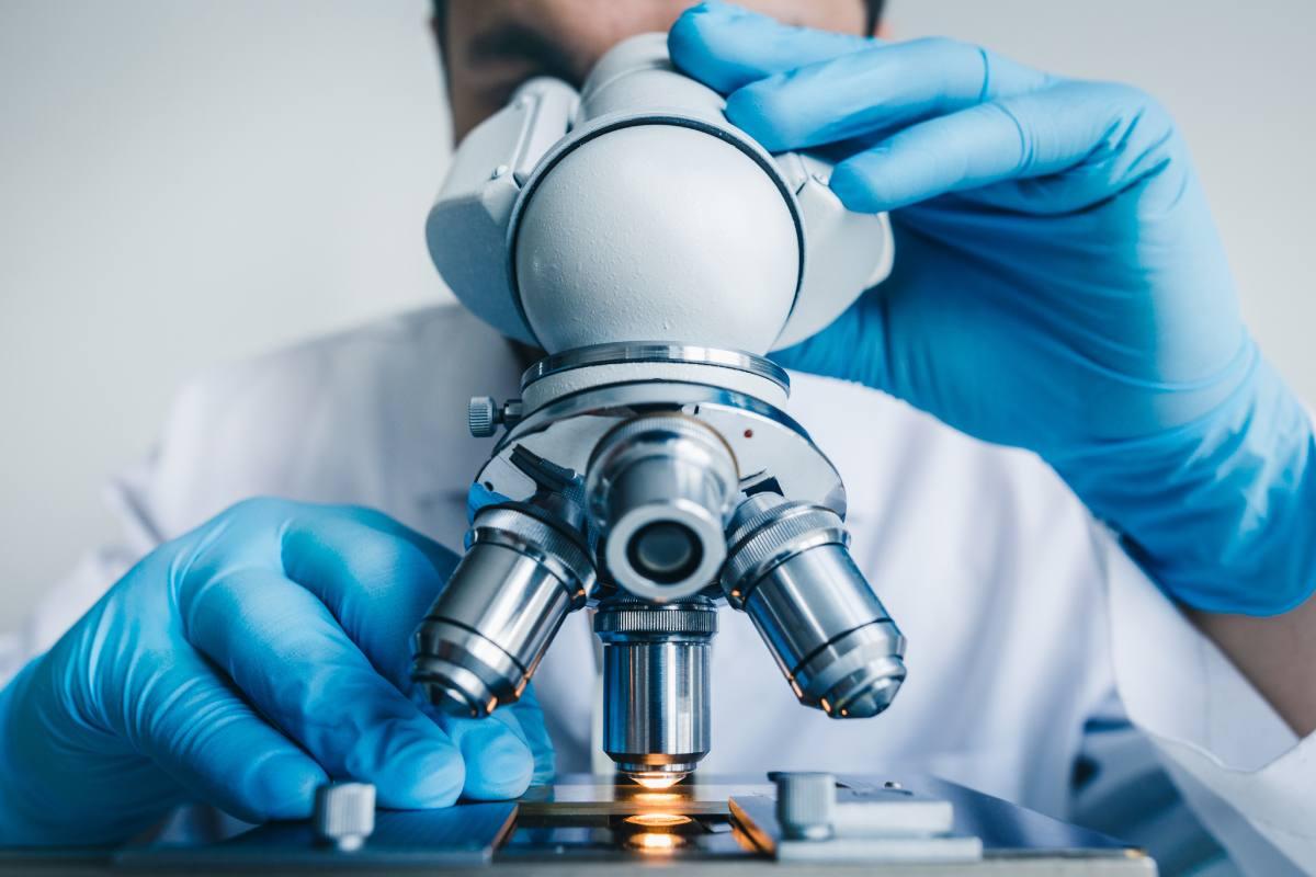 Los servicios de farmacia hospitalaria han sido los promotores de 248 estudios y ensayos clínicos en los últimos tres años.