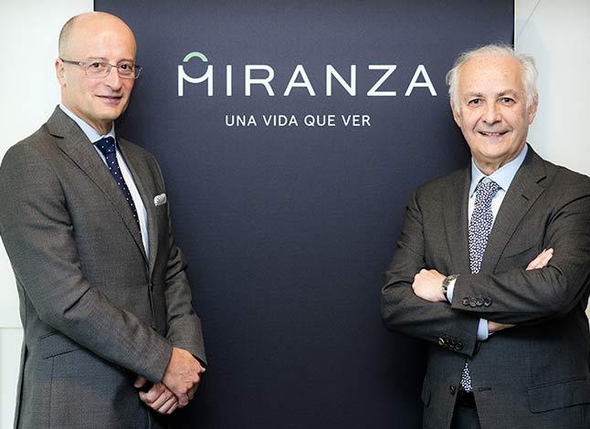 Ramón Berra, director general, junto a Borja Corcóstegui, presidente de la dirección médica colegiada.