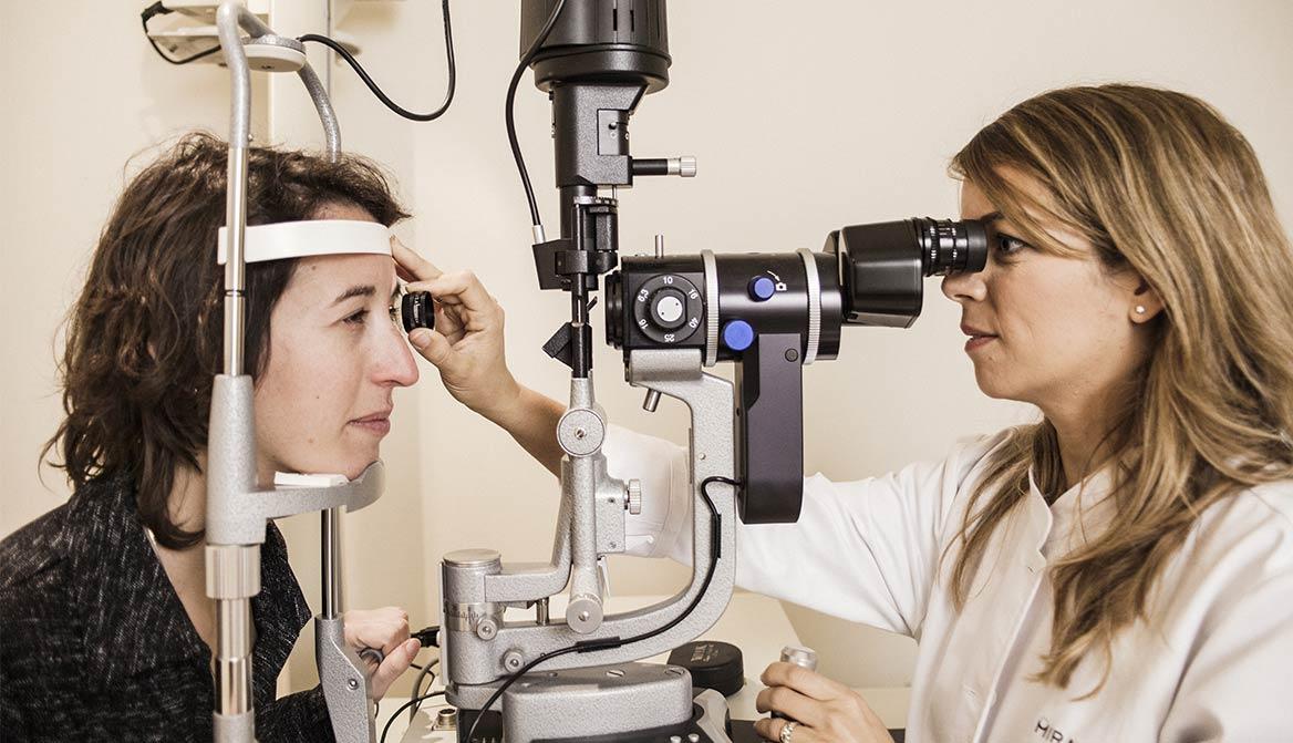 Revisión oftalmológica en Miranza Virgen de Luján (Sevilla), una de las 12 clínicas de Miranza.