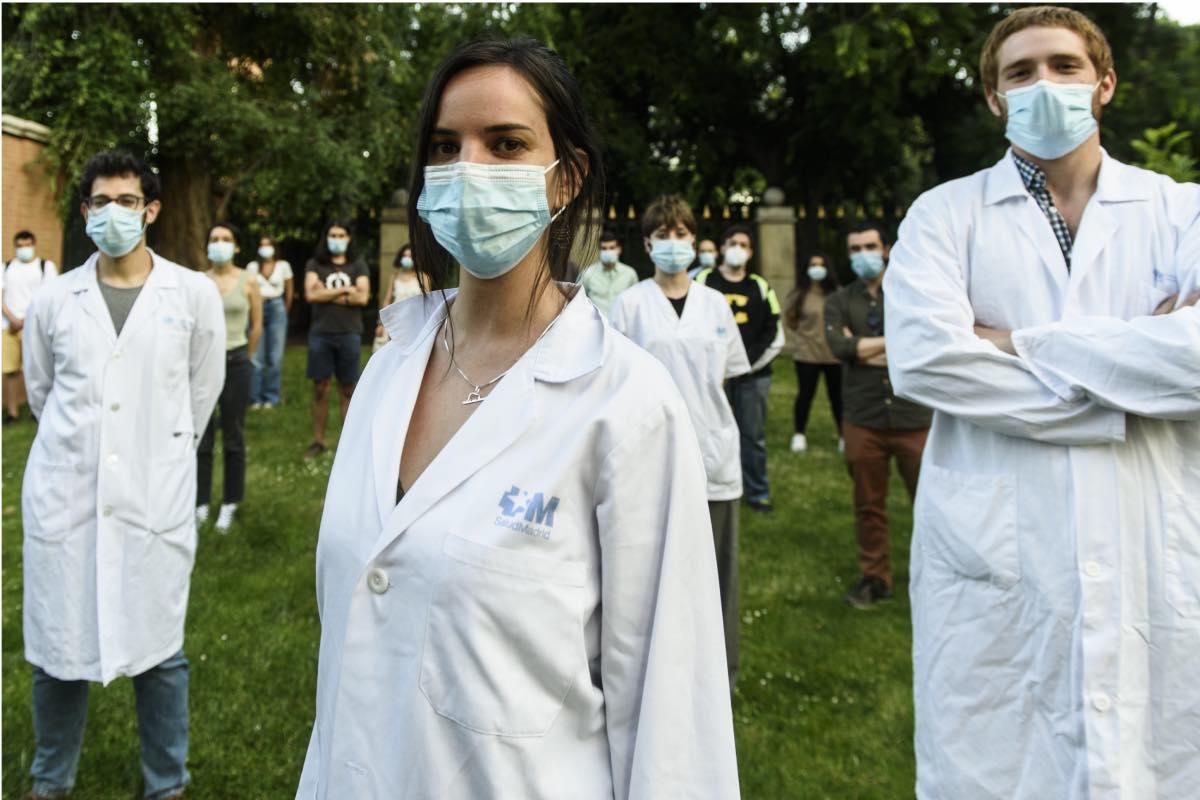 Miembros del Comité de Huelga MIR de Madrid posan para DM en el madrileño parque de El Retiro (Fotos del reportaje: Luis Camacho y José Luis Pindado)