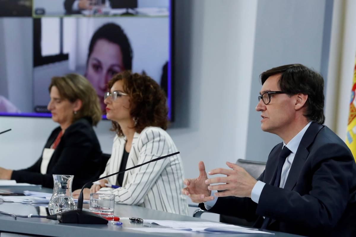 Teresa Ribero, María Jesús Montero y Salvador Illa