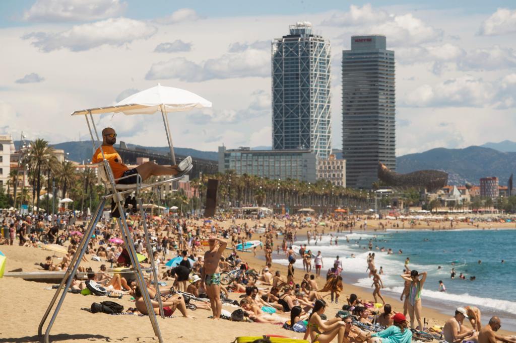Playa de Barcelona abierta durante la pandemia.