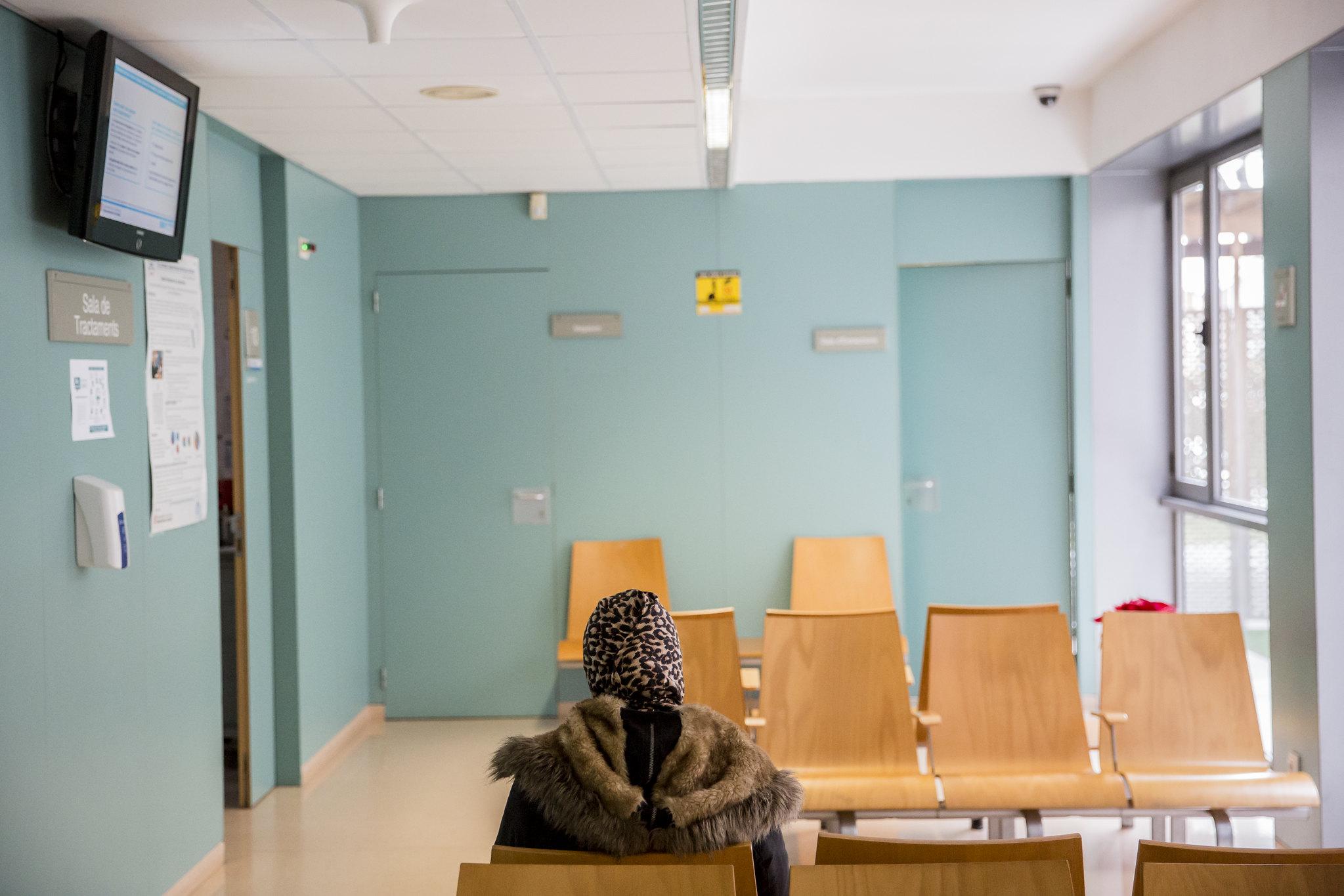 La AEC dice que hace falta racionalizar las plantillas de enfermeras de AP en base a criterios poblacionales, de necesidades de salud y de vulnerabilidad. FOTO: Ariadna Creus y Ángel García (Banc Imatges Infermeres).