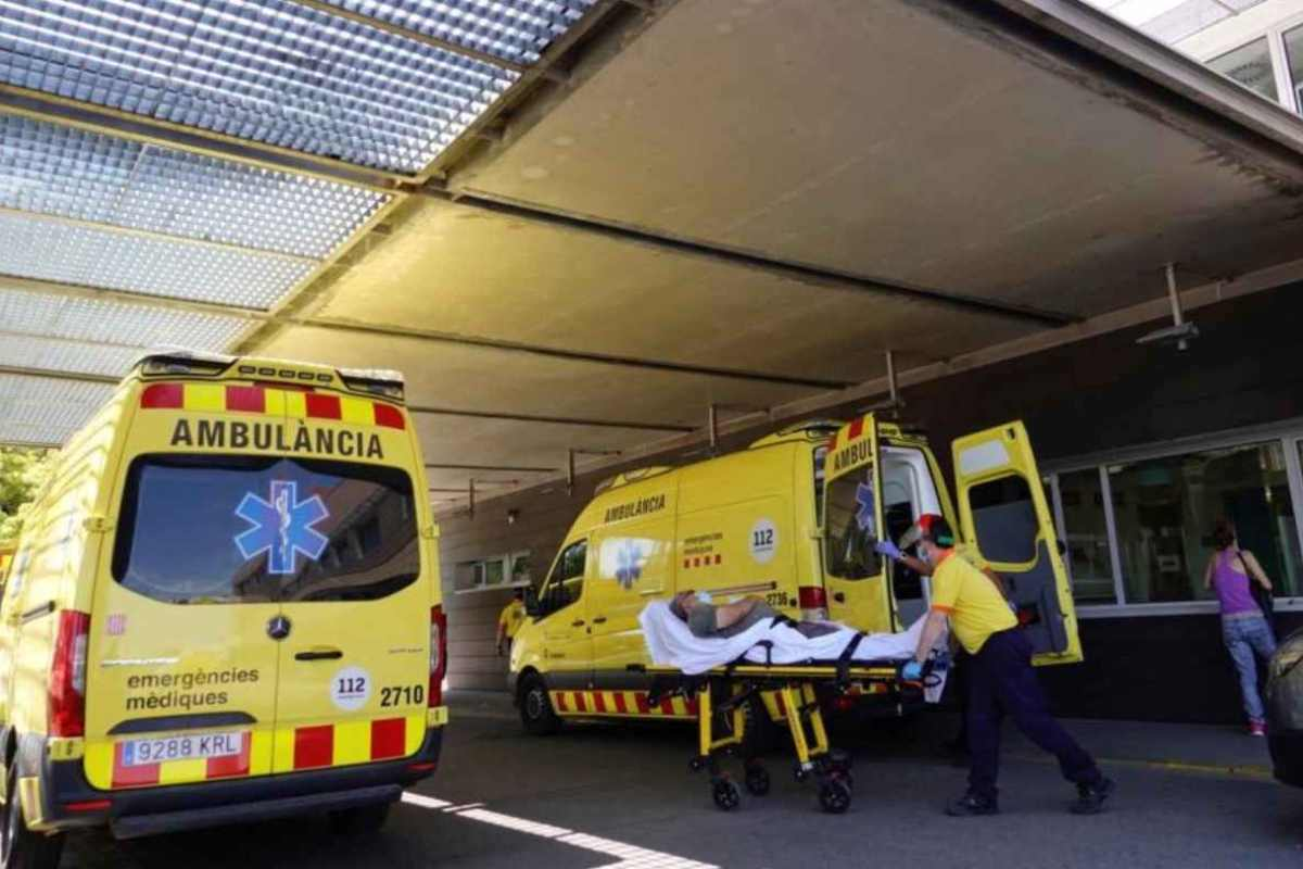 Ambulancias en Urgencias del Arnau de Vilanova de Lérida.