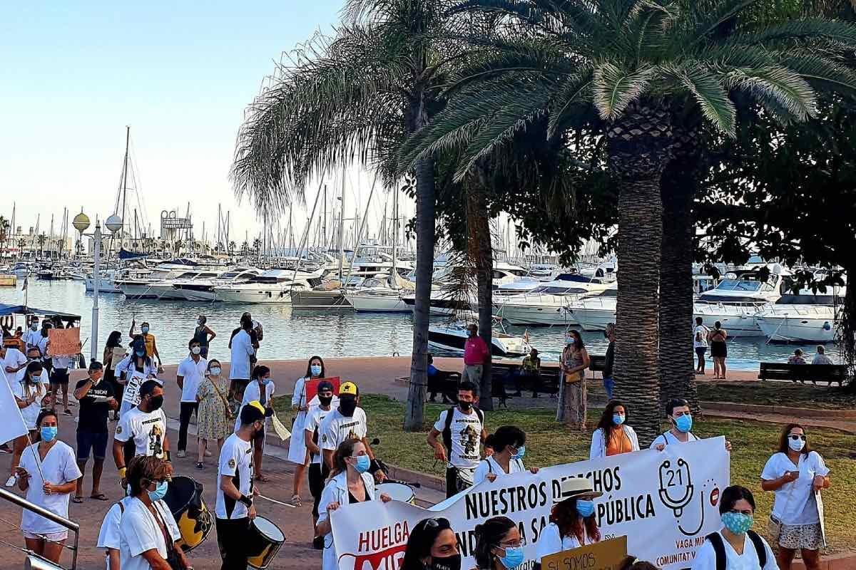 Aspecto de una de la manifestaciones convocadas por los MIR de la Comunidad Valenciana