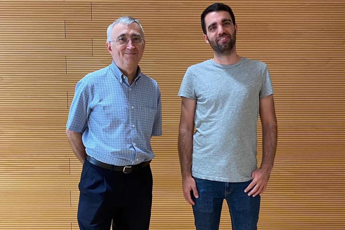 Elías Campo con Ferran Nadeu, del Idibaps.