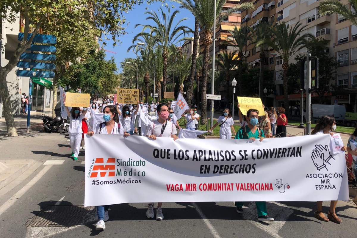 Aspecto de la manifestación de residentes que ha recorrido hoy el centro de Valencia.