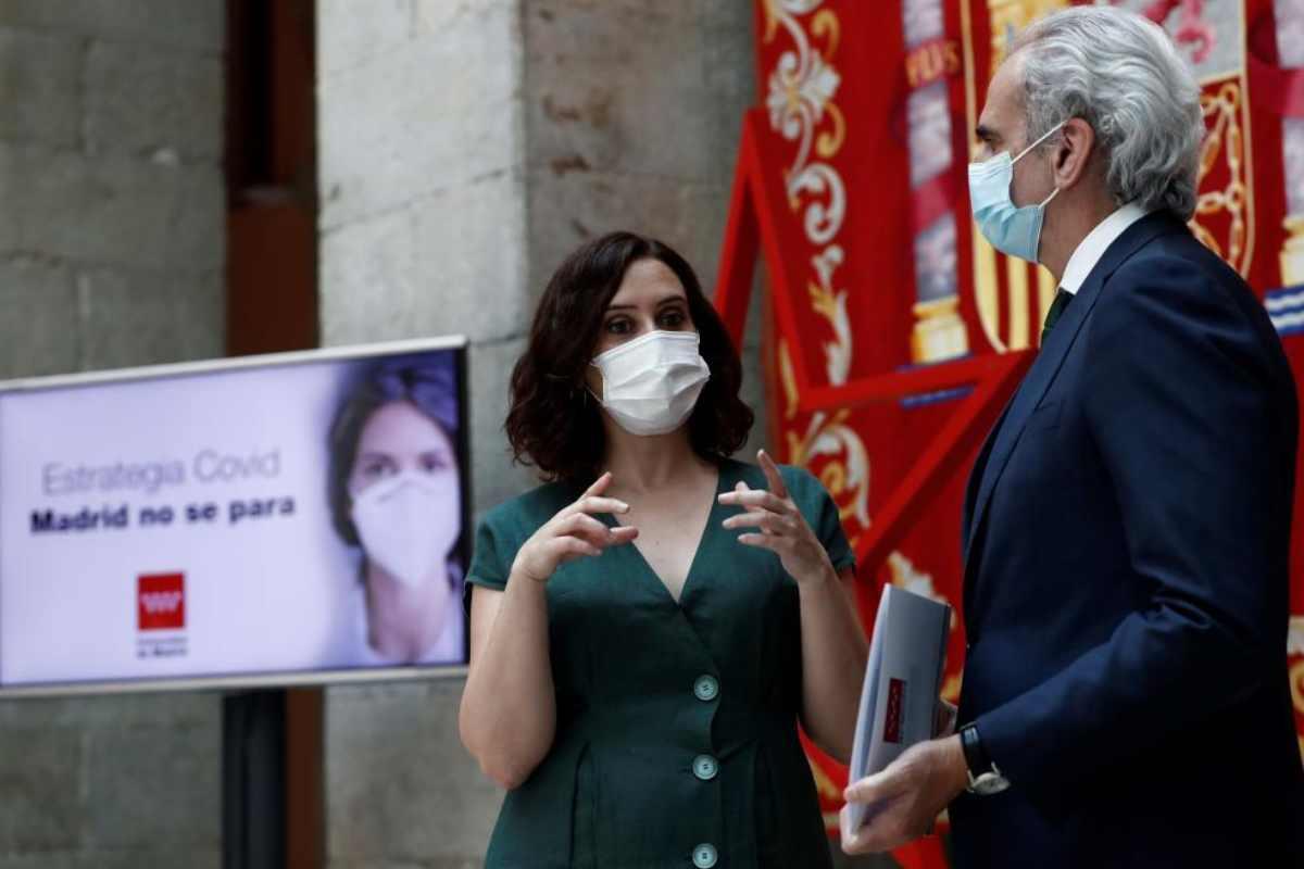 Isabel Diaz Ayuso con Enrique Ruiz Escudero.