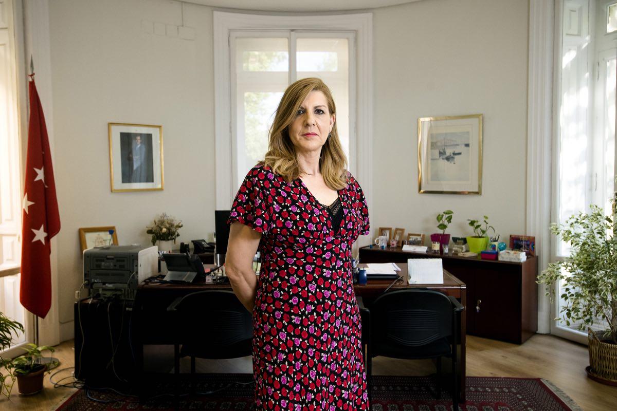 Raquel Sampedro Blázquez, en su despacho de la Dirección de Recursos Humanos del Servicio Madrileño de Salud (Fotos: Mauricio Skrycky)