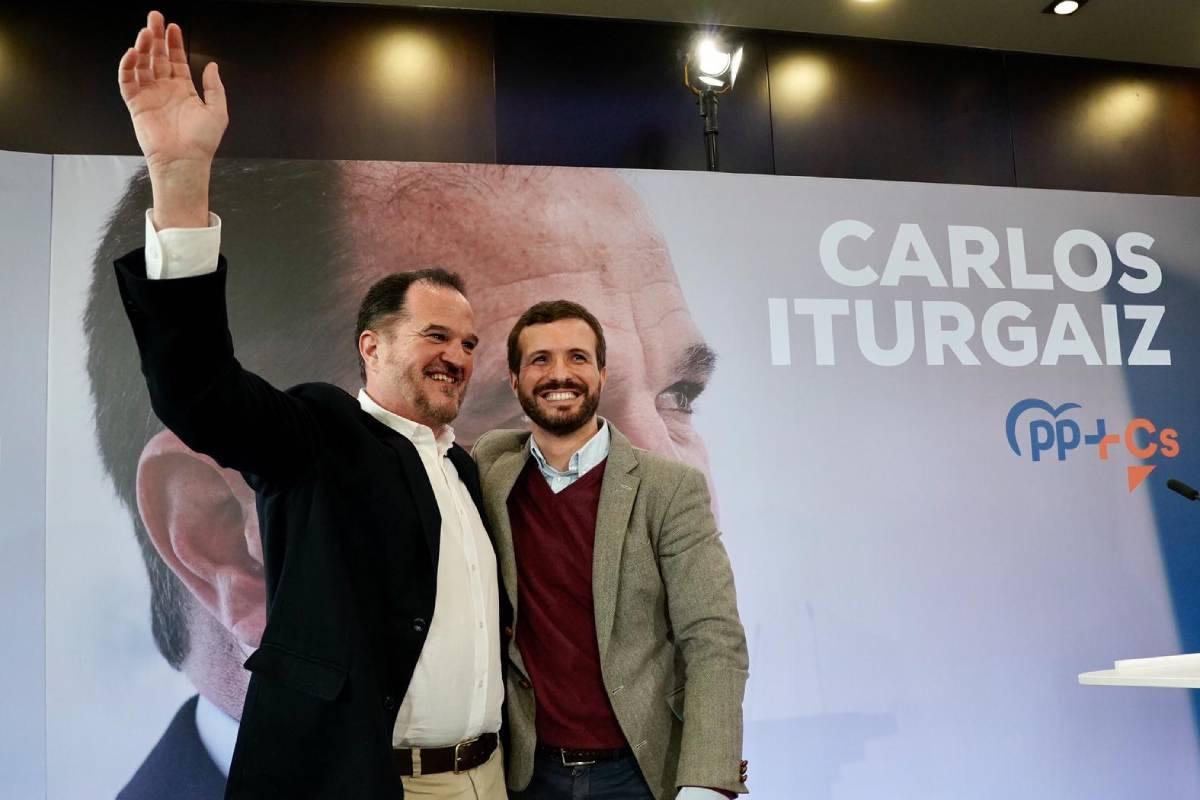 Carlos Iturgaiz, candidato de PP-Ciudadanos, junto a Pablo Casado.