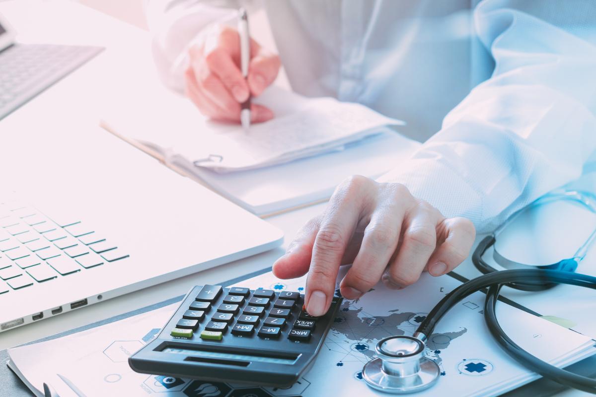 Las profesiones sanitarias piden que se incremente por encima del 7% el porcentaje PIB destinado a Sanidad.