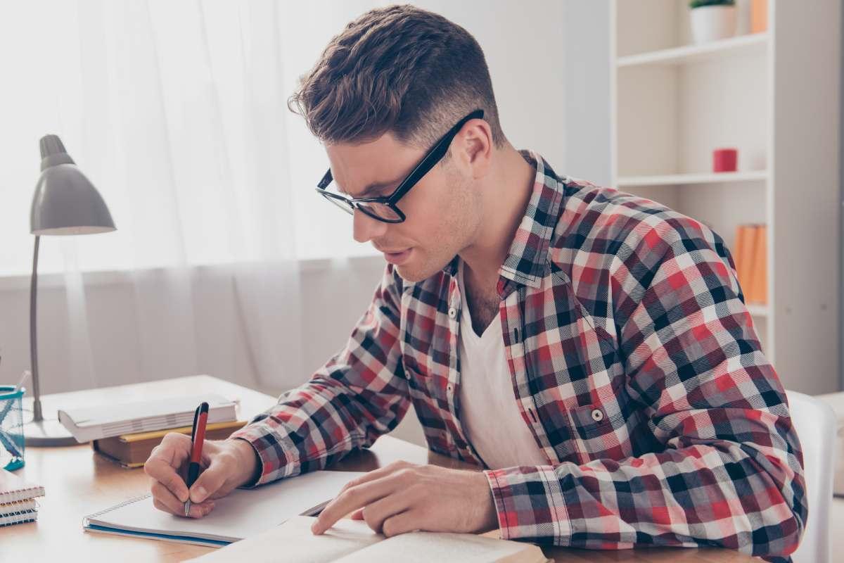 Los expertos aseguran que es tan importante gestionar bien tanto las horas de estudio como las de descanso para preparar adecuadamente el examen.