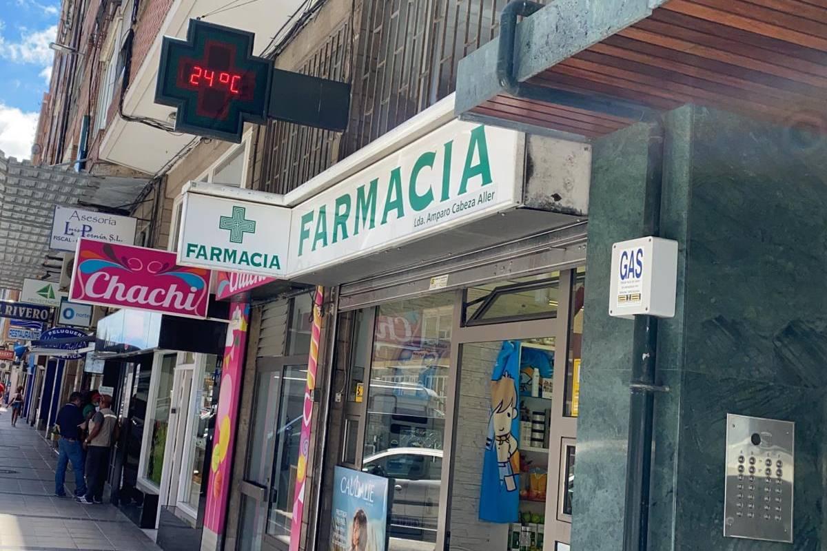 Farmacia de Amparo Cabeza Aller, junto al portal del rebrote de Santander.