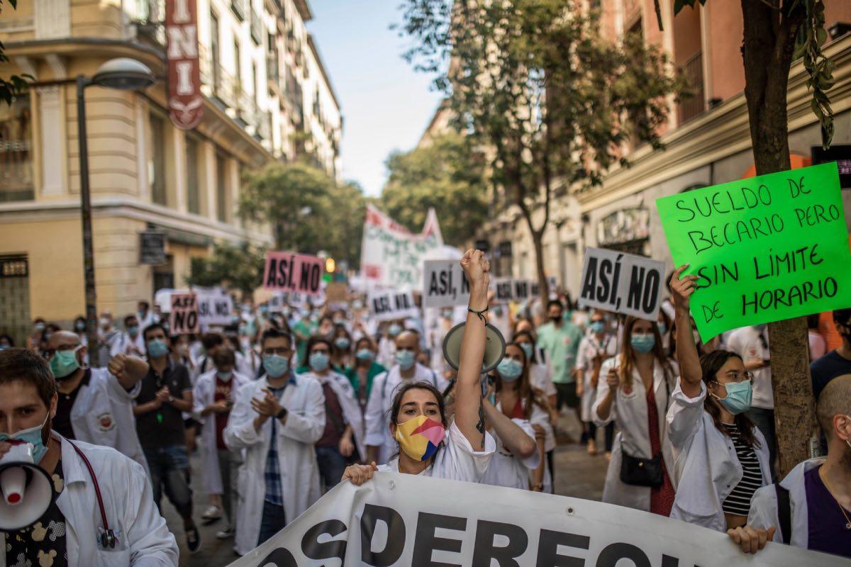 Aspecto de la manifestación convocada este lunes por los residentes de Madrid (Foto: Comité de Huelga MIR de Madrid).