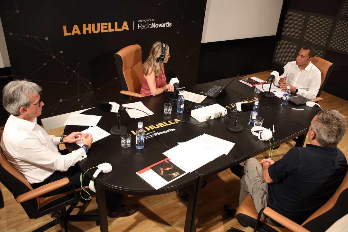 Jesús Ponce, Elisenda Camps, Gregorio Oliveira y David Pujol, durante la presentación de los datos del estudio.