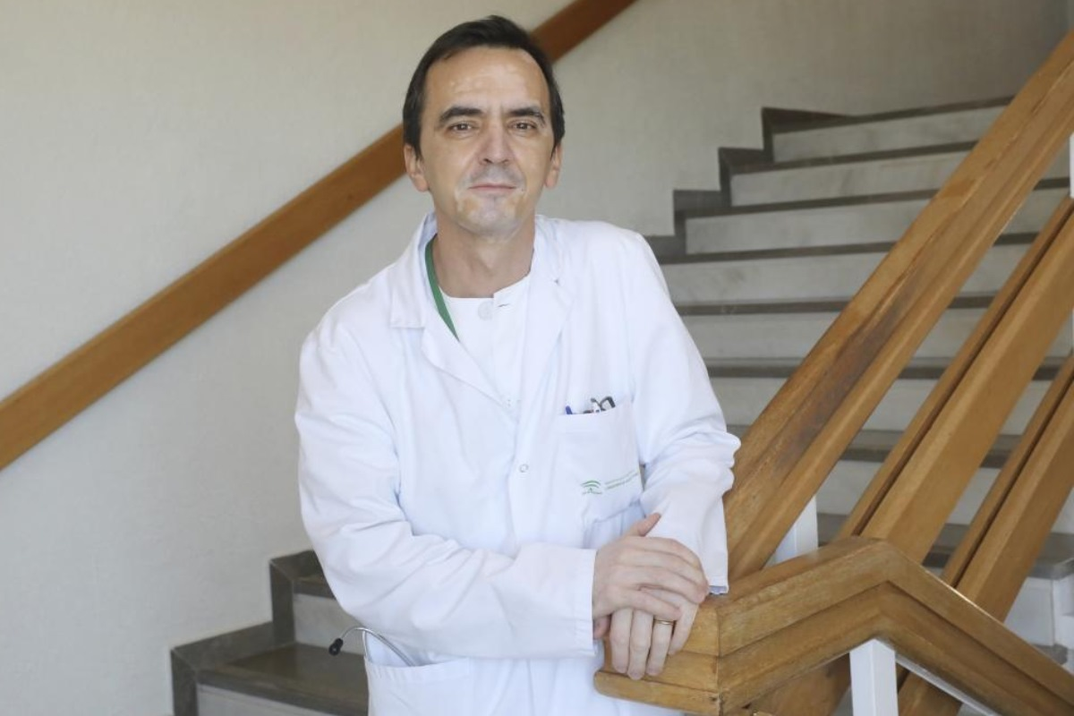 Julián Olalla es internista del Hospital Costa del Sol (Málaga).
