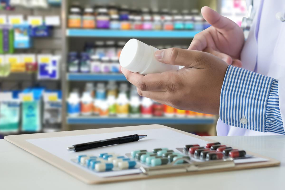 """FEFE señala que FEFE que la farmacia puede """"hacer muchos más servicios sanitarios""""."""