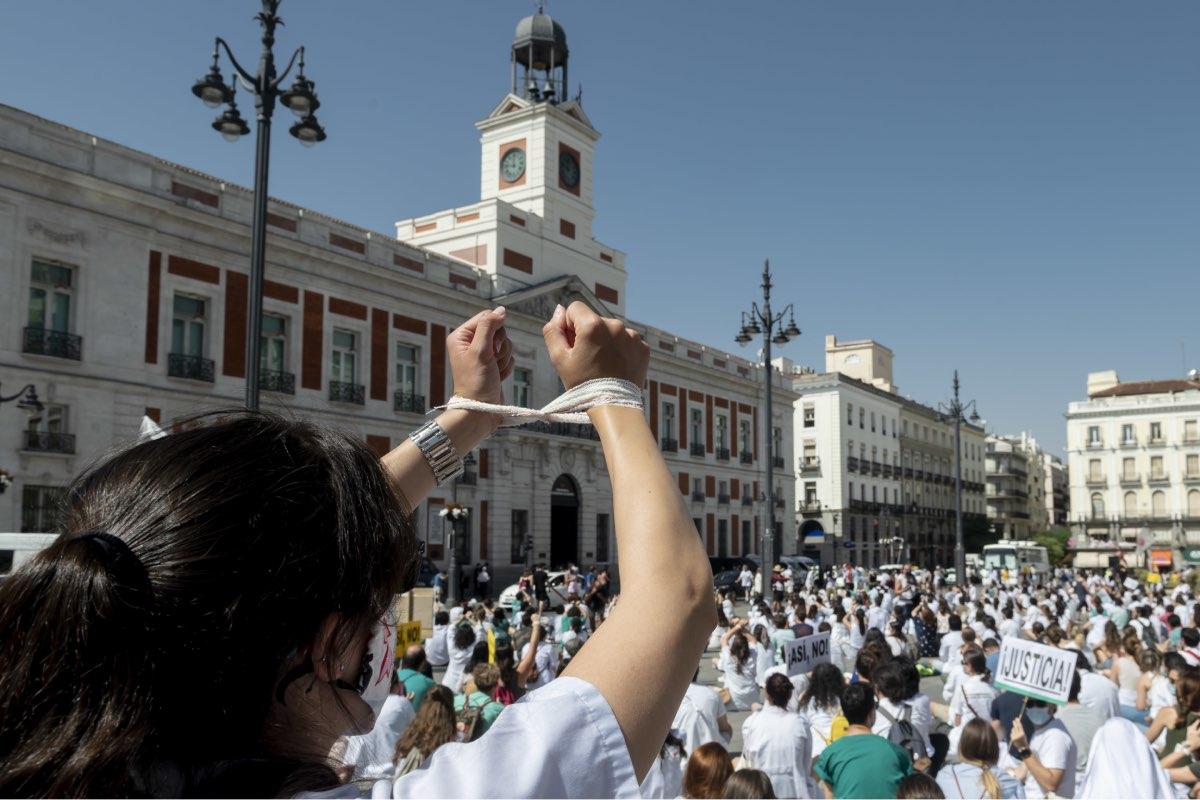 Aspecto de una de las manifestaciones convocadas por los residentes de Madrid, en huelga desde el 13 de julio (Foto: José Luis Pindado)