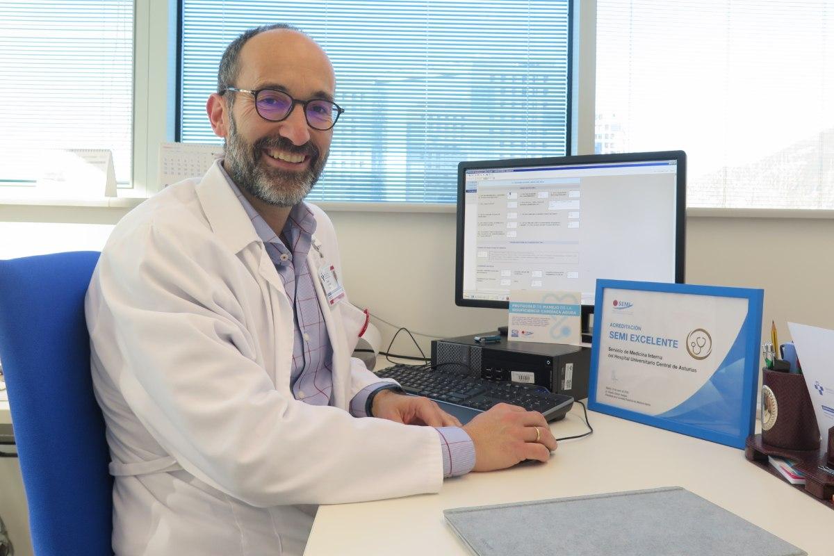 Álvaro González Franco, jefe del Servicio de Medicina Interna del Hospital Universitario Central de Asturias (HUCA)