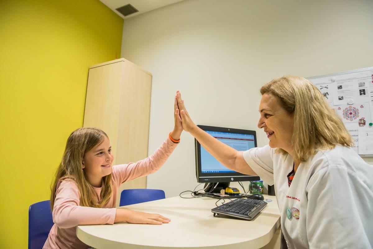 La enfermera escolar es esencial en la planificación de la reapertura de los centros educativos, pero no se la está teniendo en cuenta. FOTO: Ariadna Creus y Ángel Garc�a.