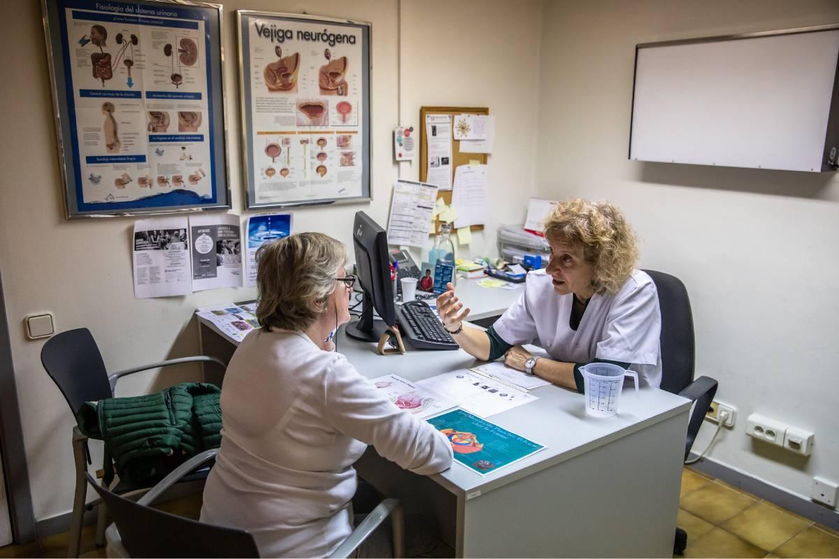 Satse exige que la Administración refuerce las plantillas de enfermería en los centros de salud para atender el triaje y las consultas telefónicas y/o presenciales. Foto: Ariadna Creus y Ángel García (Banc Imatges Infermeres).