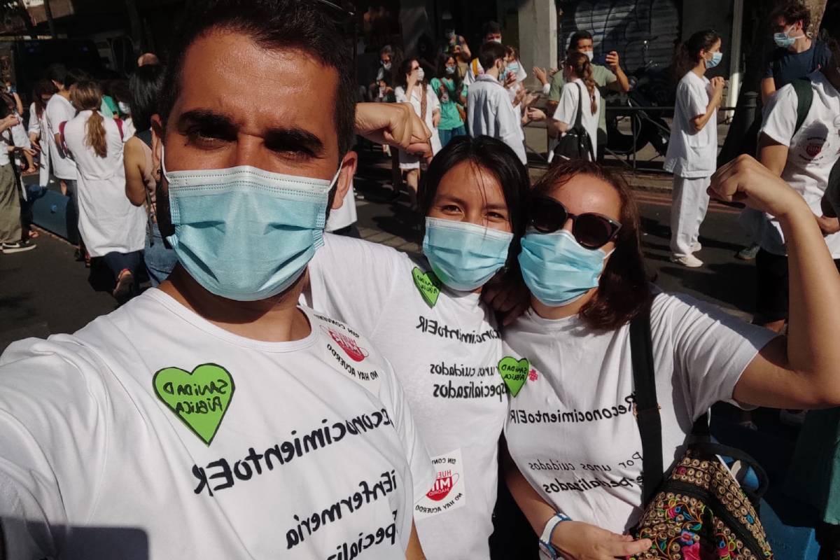Un grupo de EIR durante las huelgas de resientes.