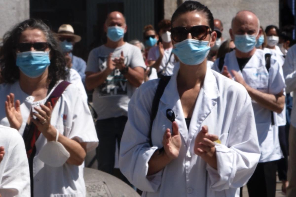 """Fotograma (como todos los que ilustran este reportaje) del documental """"Vocación"""", en homenaje a los médicos fallecidos en Madrid (Imagen: Polo Menárguez)."""