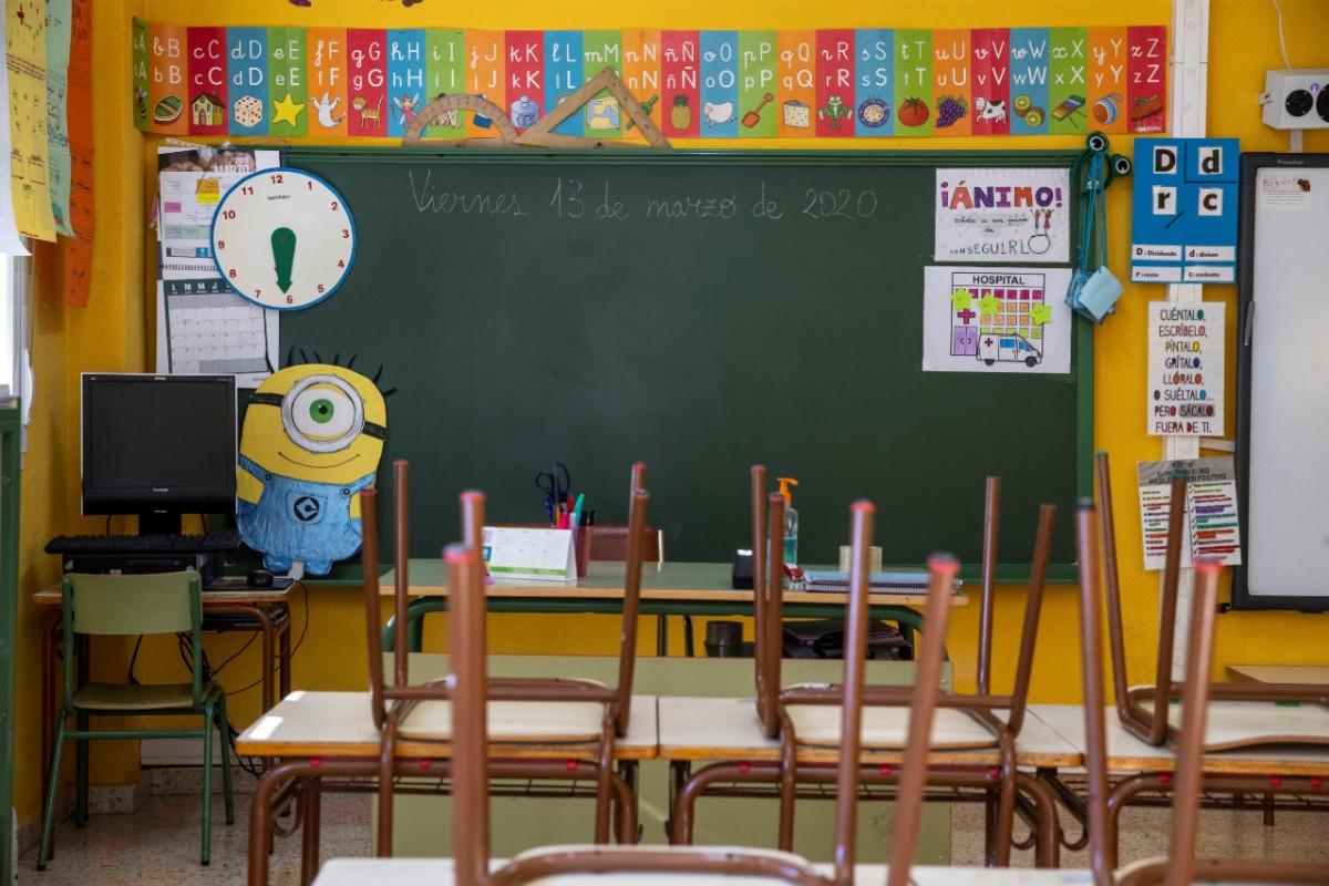 Un aula vacia de un colegio de Villanueva del Río Segura, Murcia, días después de la declaración del estado de alarma por la Covid-19