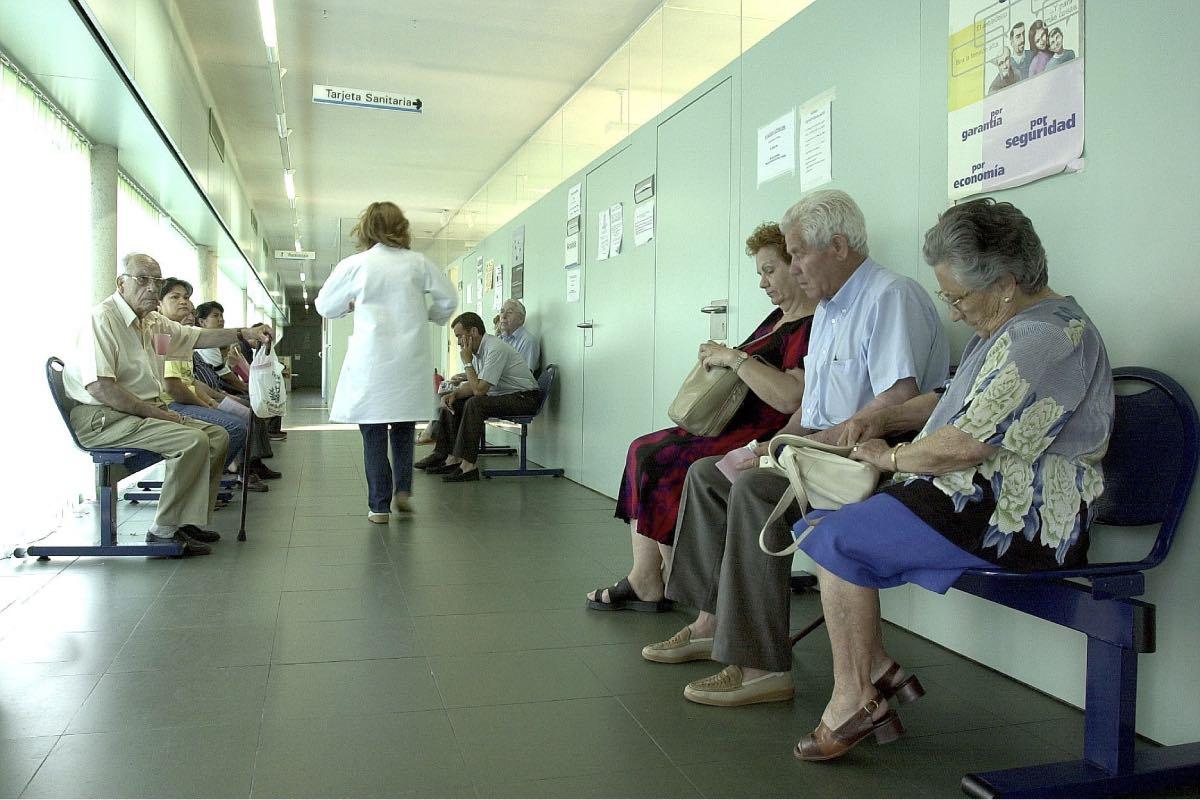Aspecto de la sala de espera en la consulta de un centro de salud.