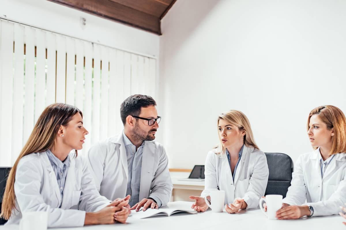 El pacto de permanencia permite al empresario que ha formado a un empleado que este último no se marche una vez recibida esa formación.