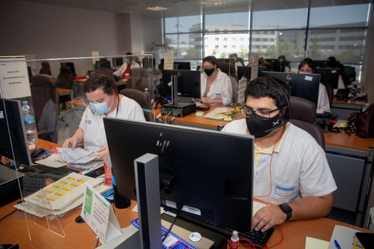 Grupo multidisciplinar de rastreadores en Logroño (EFE/Raquel Manzanares)