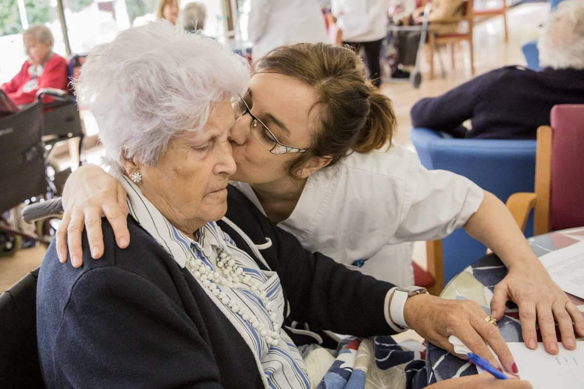 Las enfermeras tienen un papel muy importante en todas las fases de la enfermedad de Alzheimer.