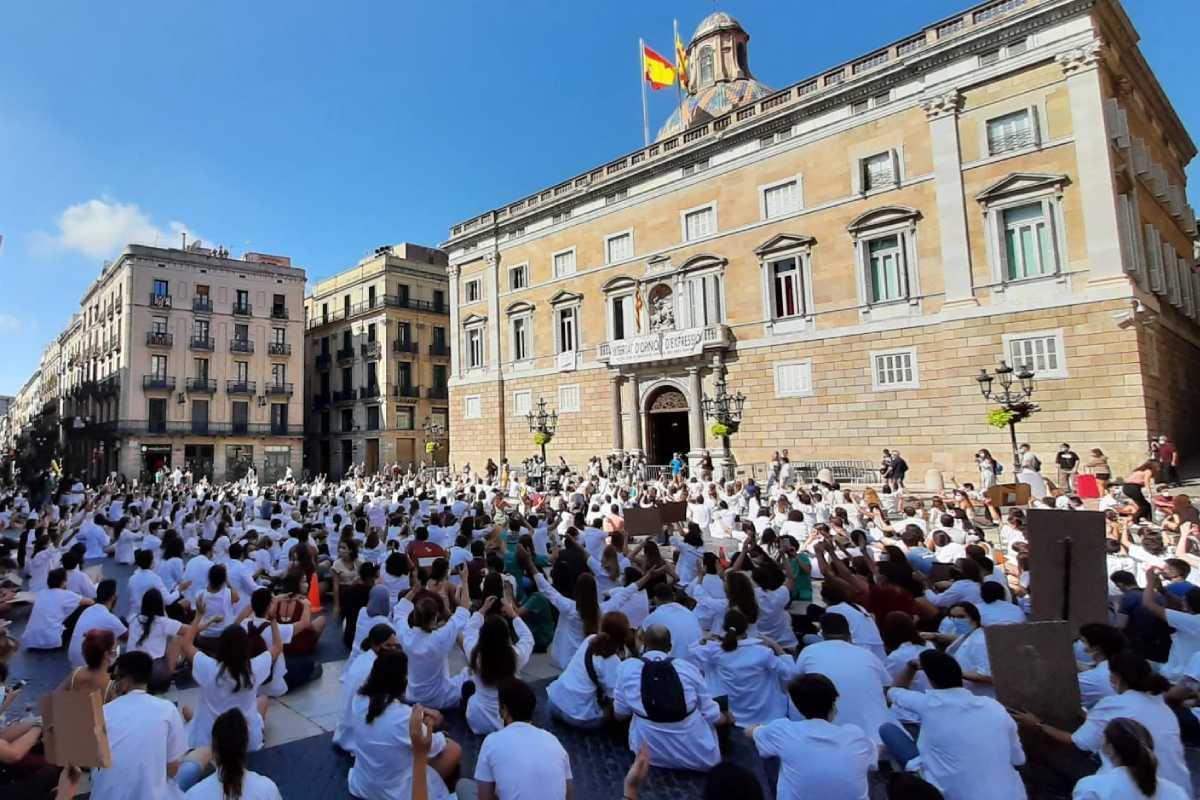 Manifestación ante el Palacio de la Generalitat.