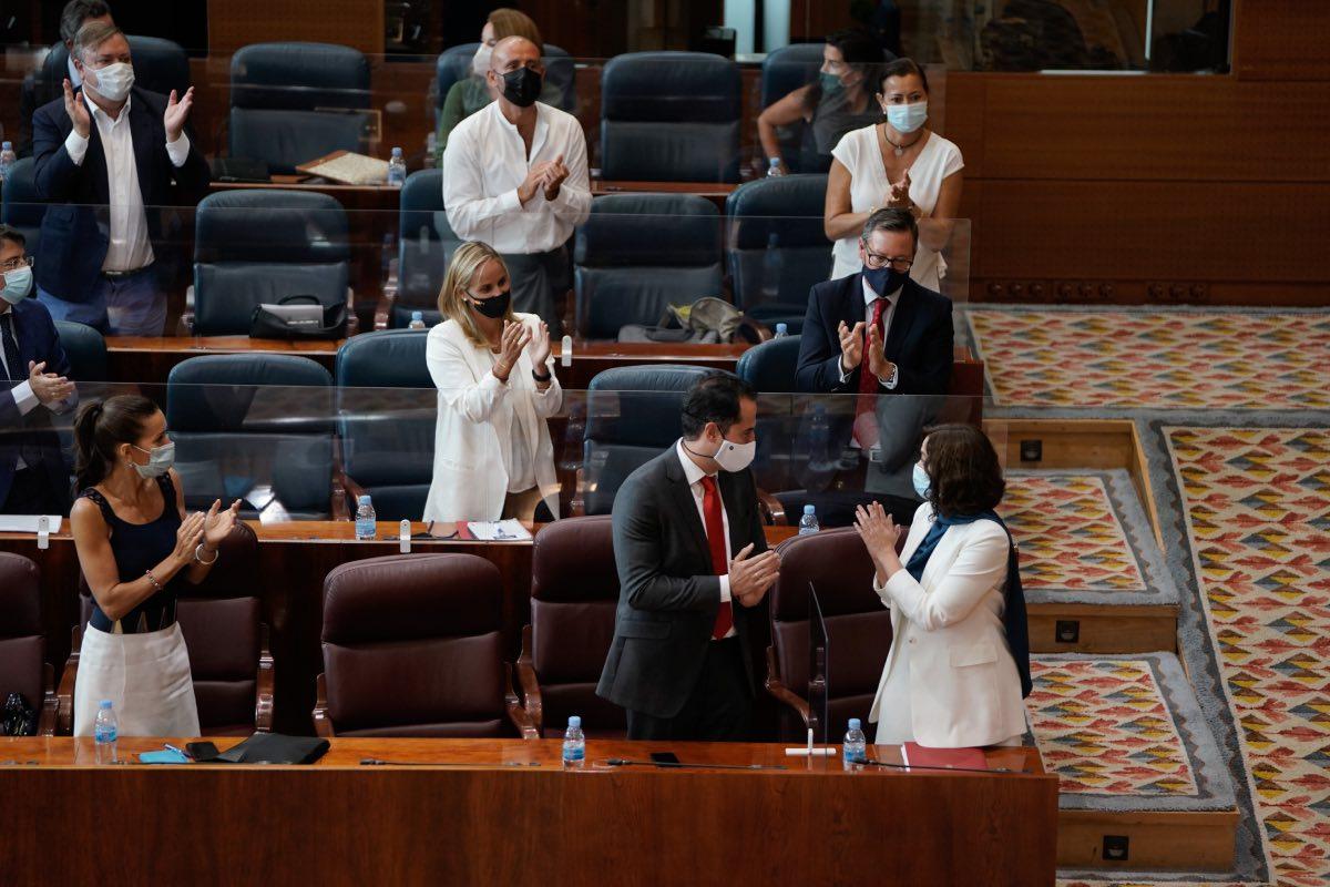 Isabel Díaz Ayuso e Ignacio Aguado (en primer plano), en la Asamblea de Madrid, durante el último debate sobre el Estado de la Región (Fotografía: CAM).