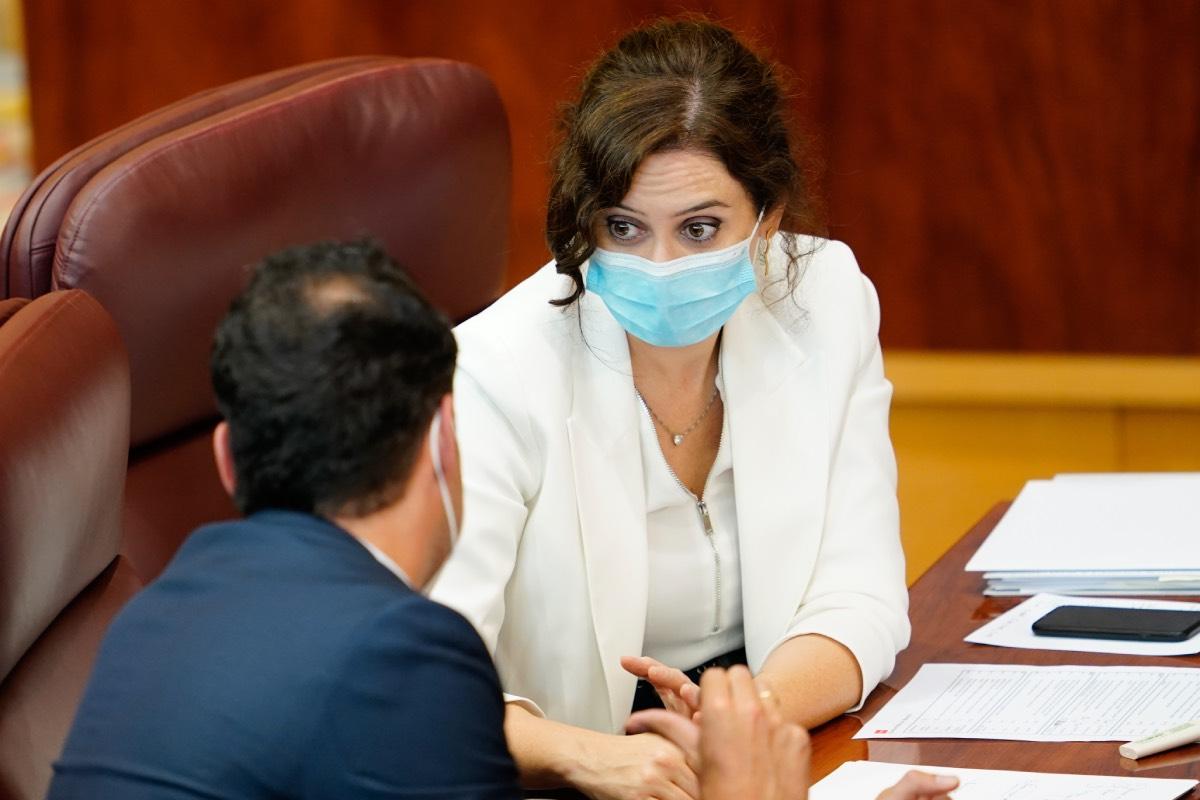Isabel Díaz Ayuso, en su escaño de la Asamblea, tras su intervención en el Debate sobre el Estado de la Región (Fotografía: CAM).