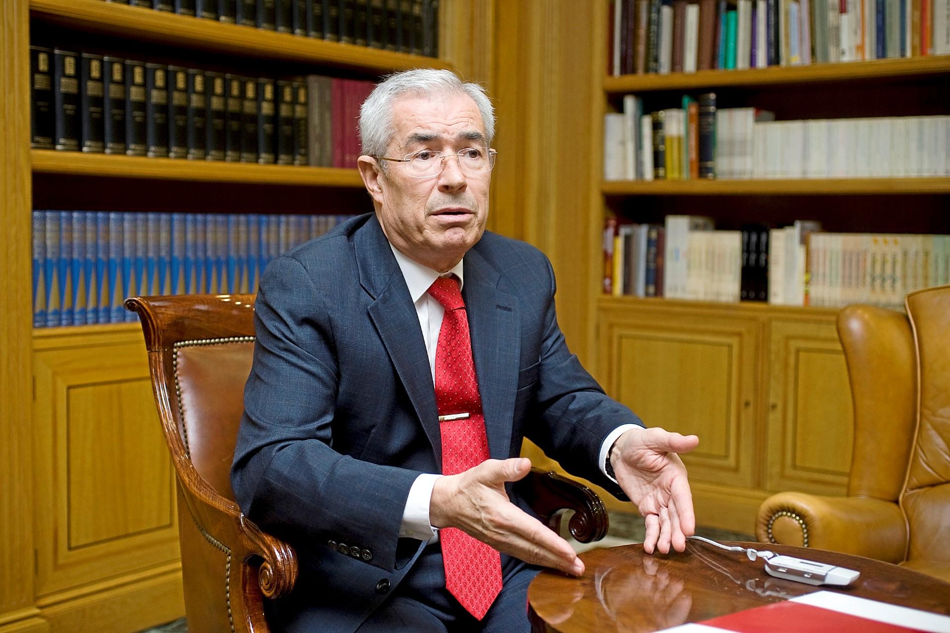 Emilio Bouza, exjefe del Servicio de Microbiología Clínica del Gregorio Marañón (Madrid).
