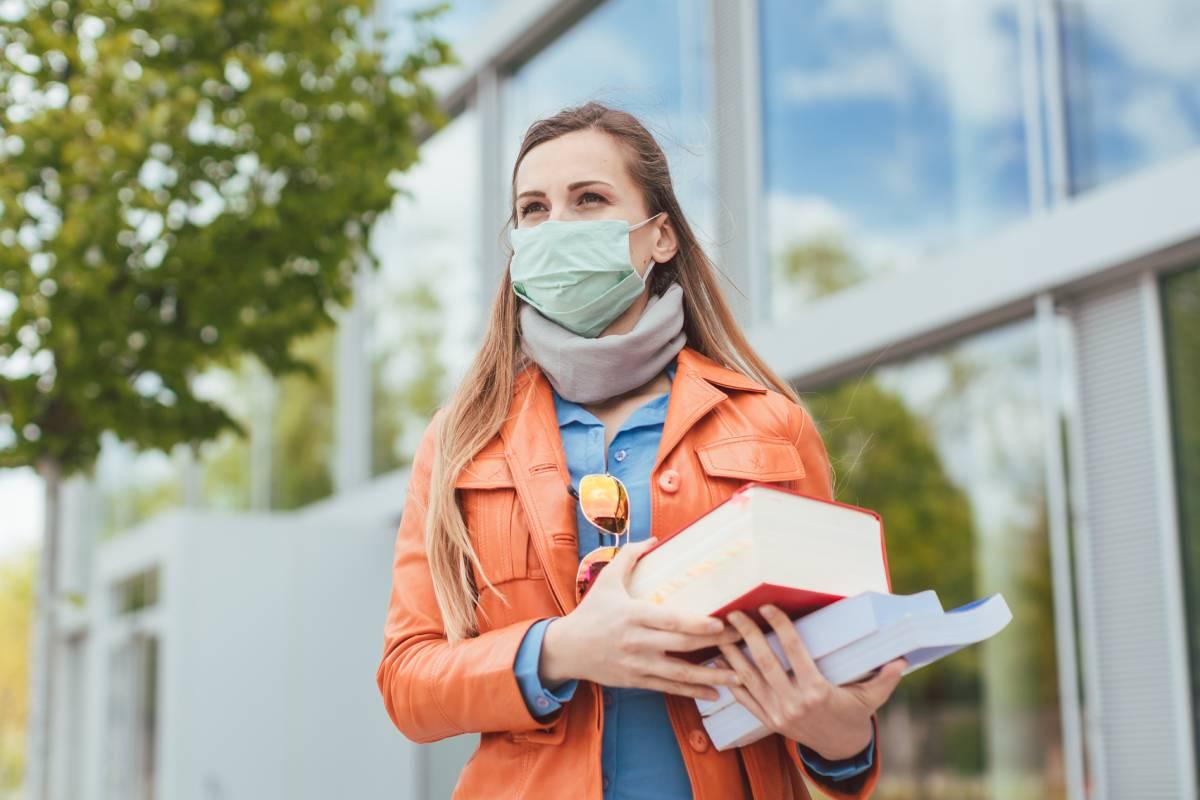 Las enfermeras comunitarias, según la AEC, podrían hacer seguimiento de posibles contagios, así como coordinar la educación para la salud y planificar las medidas necesarias para implementar en cada universidad.