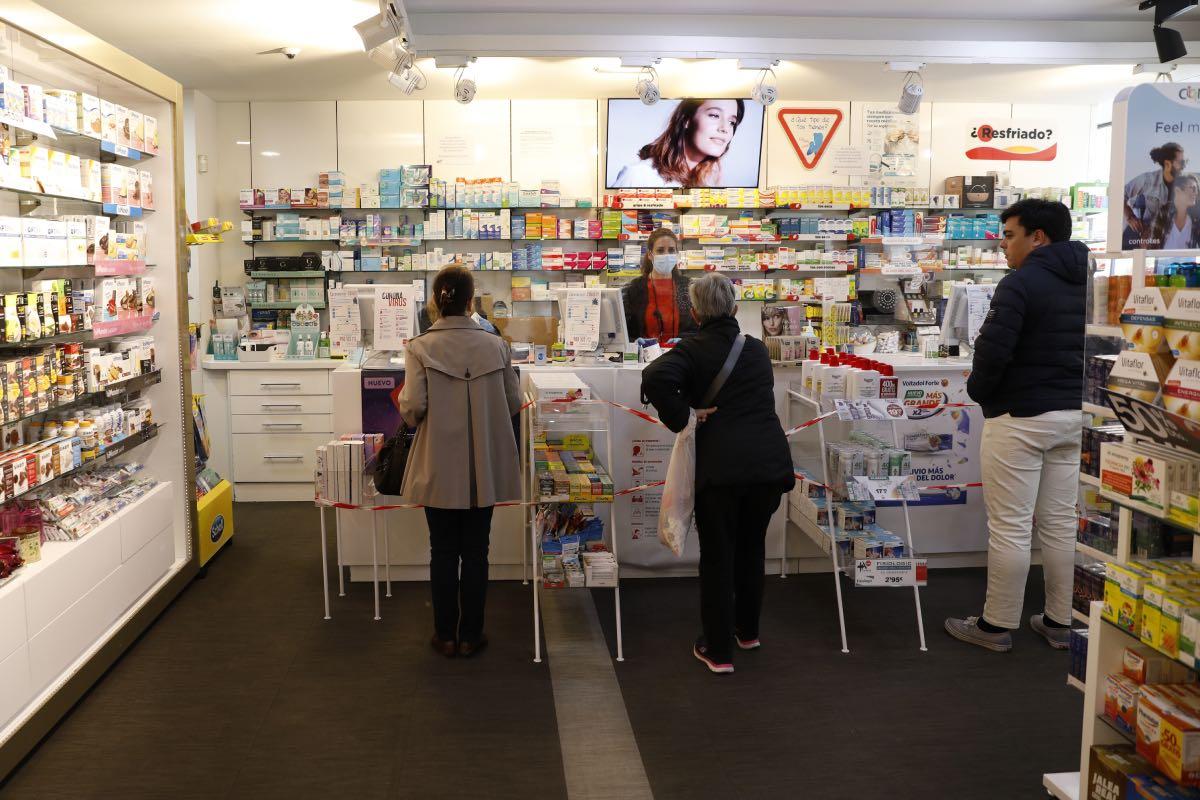 El pago de las cuotas al RETA al cónyuge del titular de la farmacia tributa como gasto deducible (Fotografía: Sergio González).